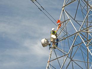 imagen seguridad en trabajos en torres de telecomunicacines